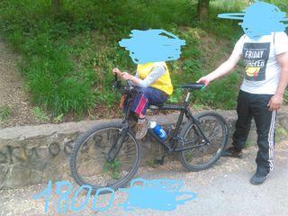 Se vind 2 biciklete de munte
