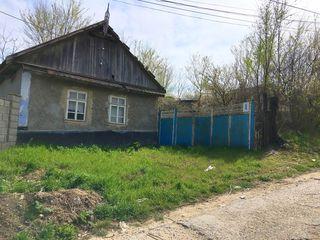 Продаётся дом с участком в центре г.Тараклия