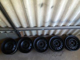 Discuri Dacia de fier 4 bucăți 650 de lei.