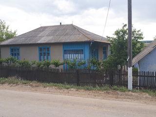 Se vinde casa in r. Falesti  s. Calinesti