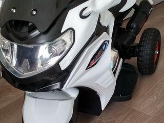Motocicleta electrica pentru copiii
