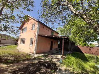 Vânzare casă cu 2 nivele și 3 ari teren adiacent, Ialoveni