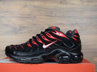 Nike Air Max TN Plus Black & Red Unisex