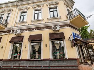 Spațiu 200m.p. -intersecția străzilor A. Pușkin și A. Șciusev.