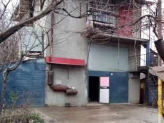 Продаю большой капитальный гараж 3 уровня + большая территория в Кишиневе >300м2, нижняя Ботаника