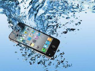 Если телефон упал в воду, наша команда экспертов Apple восстановит его!