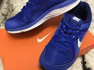 Vând ghete Nike