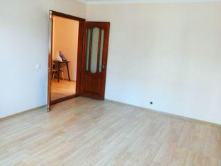 Vand apartament cu 2 camere in centrul orasului Orhei