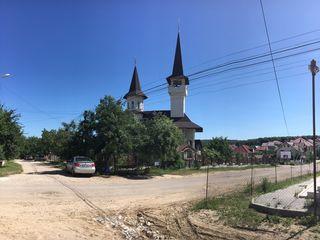 Dumbrava, linga biserica, str. Petru Movila, toate comunicatiile, 45000 euro.