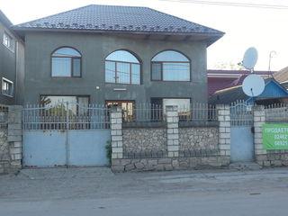 Продается 2х эт. новый дом в центре г. Единец