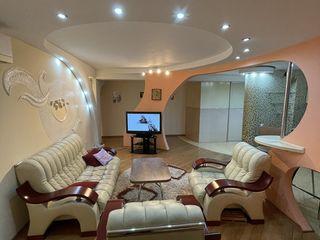 Apartament cu 3 camere, încălzire autonomă, etaj 3 din 5, de mijloc