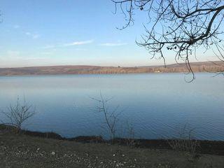 25 соток на берегу озера в с. Костешты, Яловенского р-на, первая линия