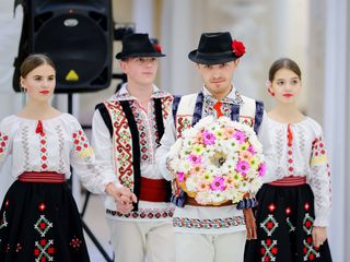 Dansatori la ceremonii