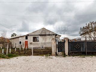 Casă luminoasă în comuna Ciorescu