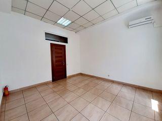 Chirie, spațiu pentru oficii, sec. centru, Str. Gavriil Bănulescu Bodoni, 20 m.p. Prima Linie