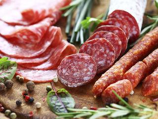 Колбасы домашние, сыровяленные, сырокопчёные колбасы.