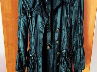 Супер модный плащ на синтепоне.размер 46 .рост 1.70. 400 лей  даром.единствненный в молдове