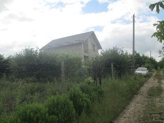 Construcție nefinisată cu 13 ari teren aferent situată în com Trușeni