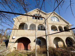 Duplex în apropiere de Cruzești, satul Bașcana, 200 mp și 6,8 ari, 20000 € !