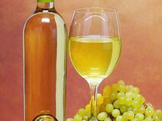 Продаю ароматное белое домашнее вино из муската с савинионом.