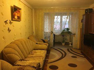 Vînd apartament cu 3 odăi și 2 garajuri în suburbia Chișinăului (Floreni)- 34 000 € (negociabil)