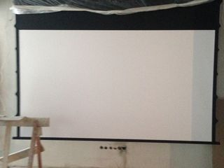 Ультра современный экран с боковыми натяжителями