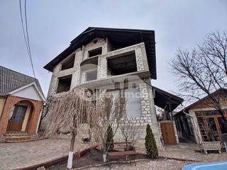 Casă 4 nivele, 500 mp, teren 8 ari, Durlești, 159900 €