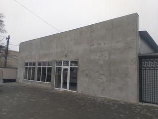 Сдаем здание на первой линии в центре Криулян на главной трассе. 250 м2, 1100 евро без НДС.