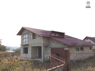 Casa cu 2 etaje, teren 7 ari, in Bacioi, centru localitatii