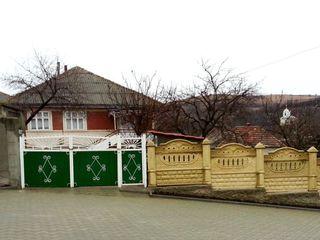 Peresecina, casa de locuit 120m2, teren 14 ari, toate comunicatiile!