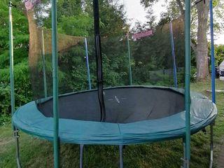 Vind bătute, trampoline de mîina a doua in stare f. bună. la 2600-4000 lei, in dependenta de mărime.