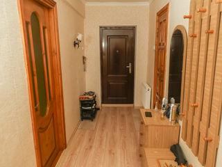 Продается 2-ух комнатная квартира в центре города.