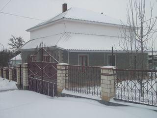 Mеняю новый дом с утепленными наружными стенами и со всеми удобствами на квартиру/дом в Бельцах.