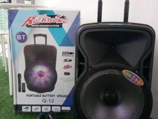 Boxa cu acumulator , microfon , bluetooth, usb, cu puterea de 200 w !!!  made in ue !!!    2000 lei