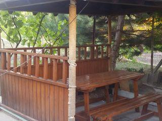 Vila cu foisor si sauna noua pe lemne pe zi/noapte in Dumbrava sector de vile.
