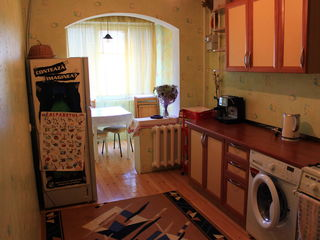 Chirie apartament 3 camere / odai spatioase la Botanica, partial mobilat si utilat