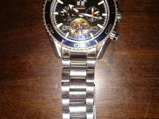 Швейцарские часы Омега с авто-подзаводом. куплены в марте 2018 г. торг уместен.Orient - 350 лей.