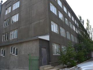 Четырехэтажное офисное здание с прилегающей территорией 10 соток