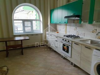 Chirie  apartament cu 1 cameră, Centru ,  Str. Columna, 250 €
