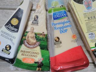 Publicitate. Parmigiano, ton , ulei, cafea, bomboane italia