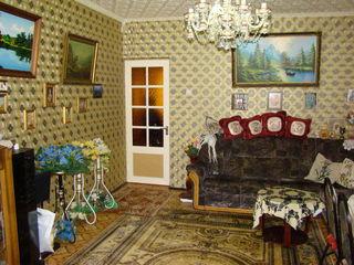 Ofertă unică - Cricova casă în 3 nivele de 170 m2 cu 7 ari