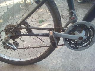 vind bicicleta in stare normala scaturile sunt noi are citeva defecte.