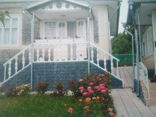 Se vinde casa mobilata cu reparatie suprafata 80 m2 localizata in centrul s. Dumbravita rn Singerei