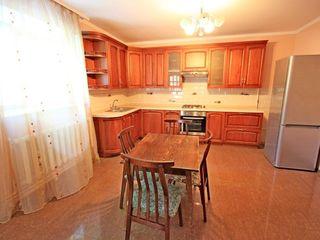 Casa in chirie, garaj, curte separata-790 euro