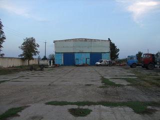 Baza la traseu R1 Ungheni, 3 ha teren constr cu cladiri 700, 200,180 m2, cale fer, apa-canal,elect.