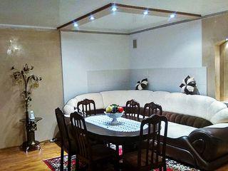 Apartament 97 m2,garaj, autonomă,cu 4 camere,2 antree mari,subsol,intrare separată,casa cotileț.