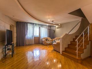 Penthouse în 2 nivele. Autonomă - 5 camere + living!