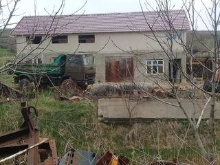 depozit teren constructie 80 ari +casa 2 nivele 27km kisinau