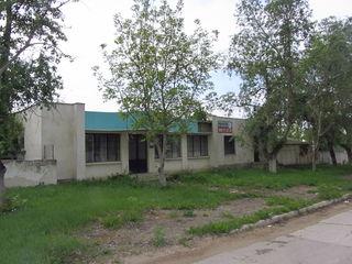 Продается нежилое помещение 130кв.м. под бизнес на 22 соток земли, при вьезде г. Унгень