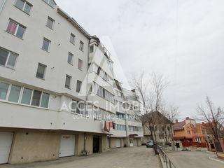Buiucani, str- la Angela Păduraru, 5 odăi, 150 m2. Variantă sură!